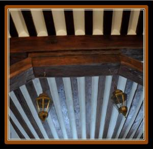 The Marchis del Busto was the first doctor to own a horse chariot in Spain. The stables were located in the ground floor of the building. Image of the building stables beamed ceilings.