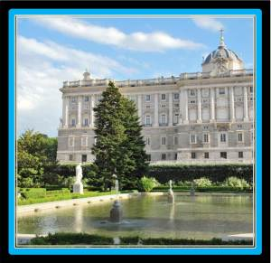 The Royal Palace is 15 minutes walking from VilllaJardines