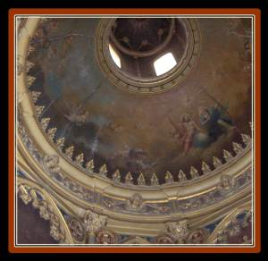 Detail of the frescoed dome chapel of VillaJardines