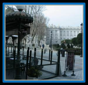 The Cafe de Oriente is 15 minutes away from VillaJardines (photo from guias-viajar.com)