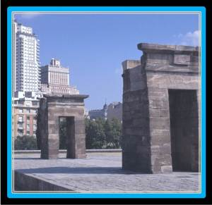 The Temple of Debod is 15 minutes away from VillaJardines (photo from madrid.ociogo.com)